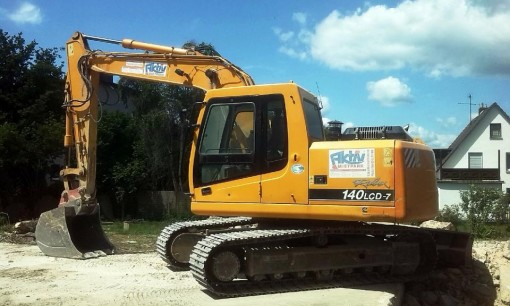 excavators-347129_1280.jpg